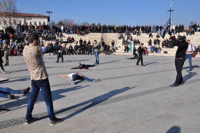 Suriyeli Öğrencilerden Tiyatro Oyunu