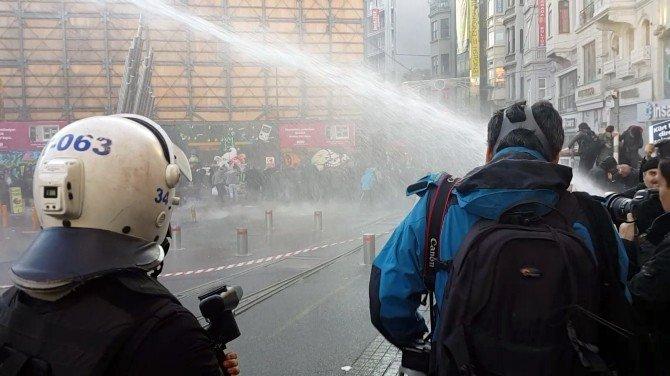 Galatasaray Meydanı'nda İzinsiz Gösteriye Polis Müdahalesi