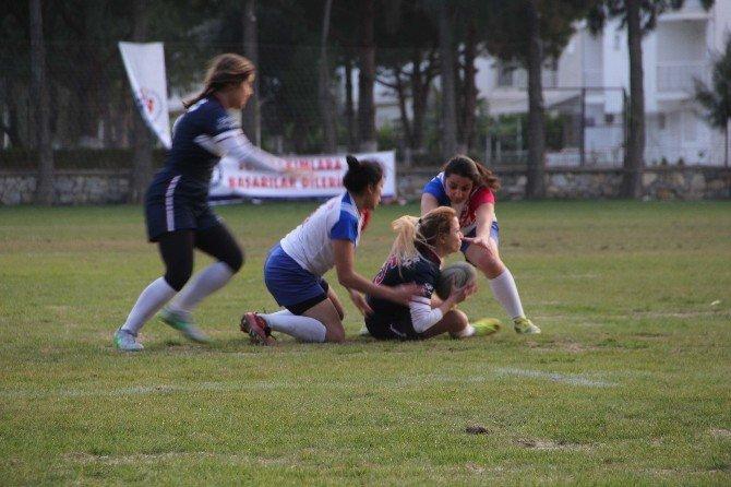 Üniversiteler Rugbi Ligi Kuşadası'nda Devam Ediyor