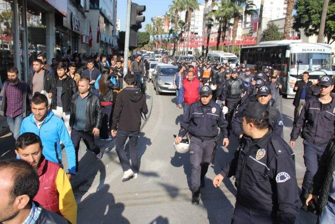 Adana'da muavinlerden 'işsiz kaldık' eylemi!