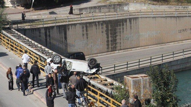 Otomobil Sulama Kanalına Düşmeye Ramak Kala Durabildi