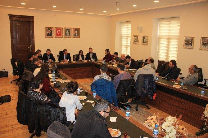 AK Parti İl Başkanı Haydar Revi Basın Toplantısı Düzenledi