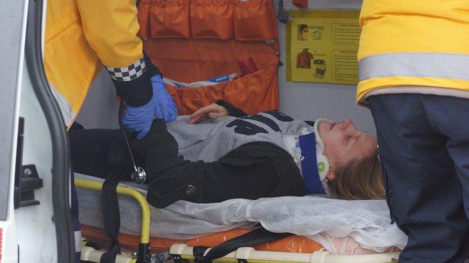 ÖZEL - Başkentte buzlu yolda kayan öğrenci servisi devrildi: 3'ü ağır 15 yaralı