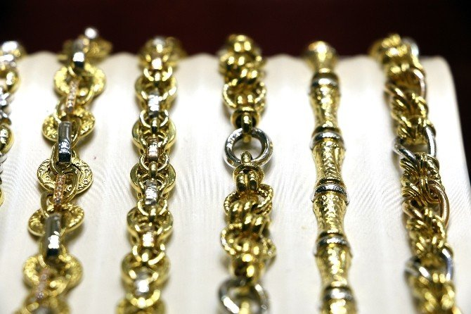 Bakiyesi Yetersiz Kartla Oyaladıkları Kuyumcudan Altın Zincir Çaldılar