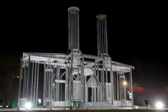 Buzla Yapılan Maket Çifte Minareler Medresesinin Gece Görüntüsü Büyüledi