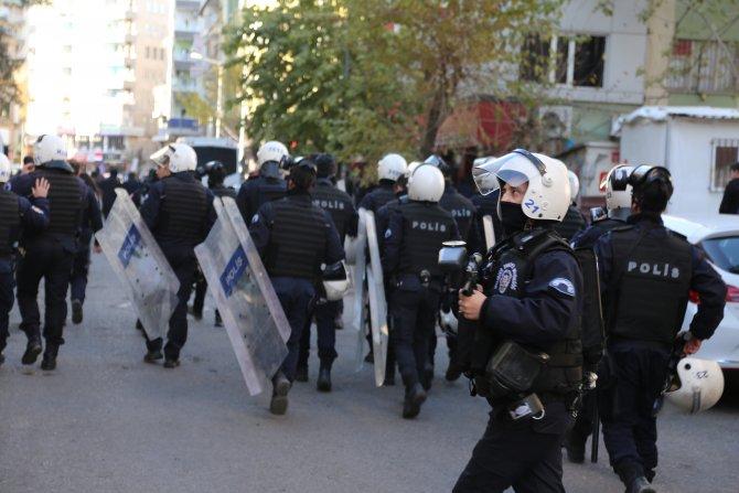 Diyarbakır'da polis, HDP'li grubun yürüyüşüne izin vermedi