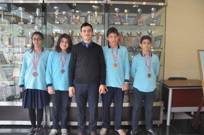 Gülen Koleji, uluslararası yarışmada altın madalya kazandı