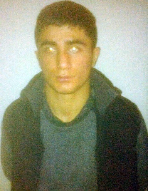Üniversiteli Terörist El Bombalarıyla Yakalandı