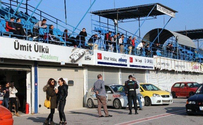 Hız Tutkunları Hafta Sonu 'Ülkü Yarış Pisti'nde Buluştu