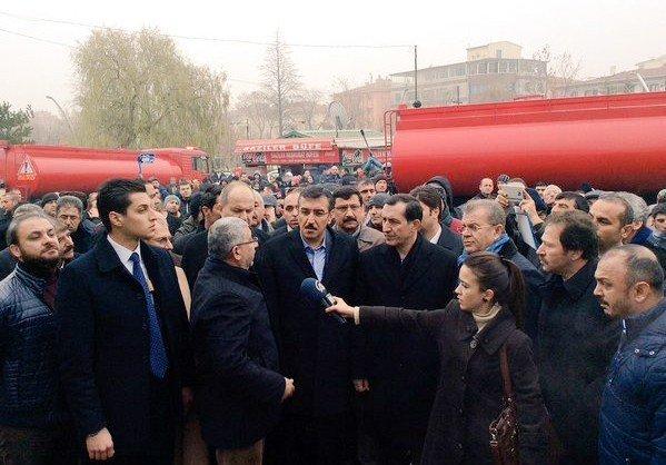 Keçiören Belediye Başkanı AK, Yanan Pazar Yerinde İncelemelerde Bulundu
