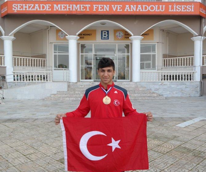 Özel Şehzade Mehmet öğrencisi Sırbistan'dan bronz madalyayla döndü