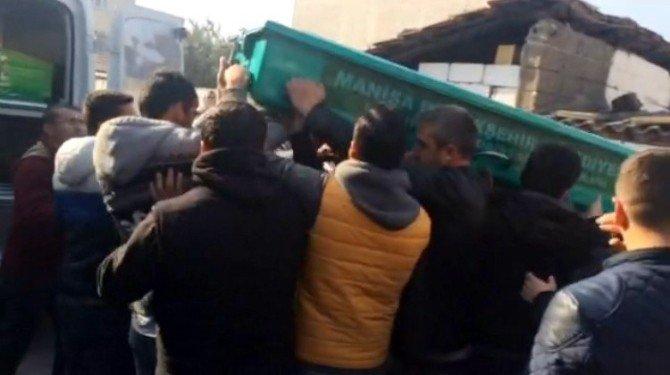 Akhisar'da Bir Gence Kurşun Yağdırdılar