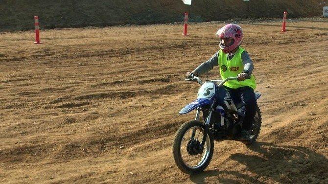 Minik Motorcular Piste Çıktı