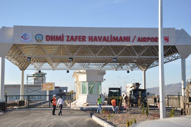 Parsak: Zafer Havalimanı'nın yer seçimi yanlıştı, baştan zarar edeceği belliydi