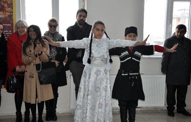 Sanatçı Gülben Ergen, Kars'ta Okul Açılışına Katıldı