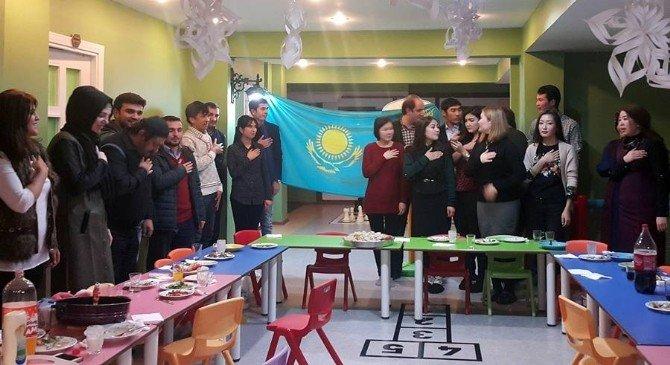 Şehirder'de Kazakistan Milli Günü Kutlandı