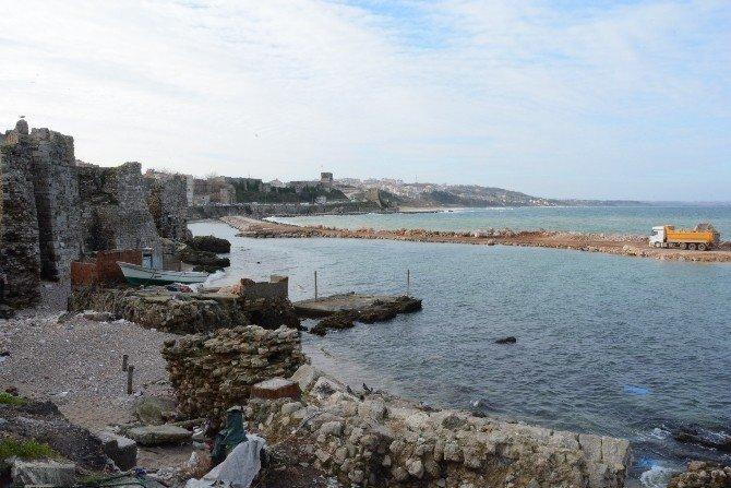 Sinop'ta Kale Surlarını Koruyan Mendirek Uzatılıyor