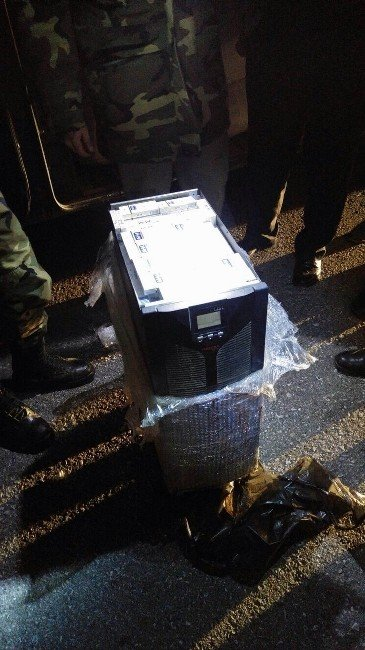 Kağıt Kırpma Makinesinin İçinde Kaçak Sigara Yakalandı