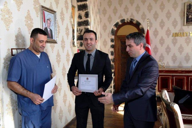 Kaymakam Karagül, başarılı doktorları ödüllendirdi