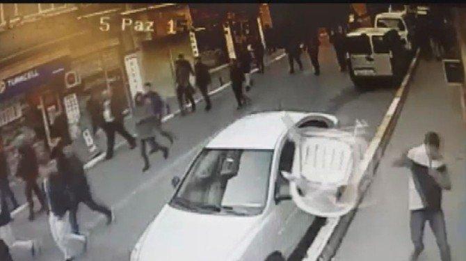 Müdahaleden Kaçan Eylemciler AK Parti Bürosuna Böyle Saldırdı