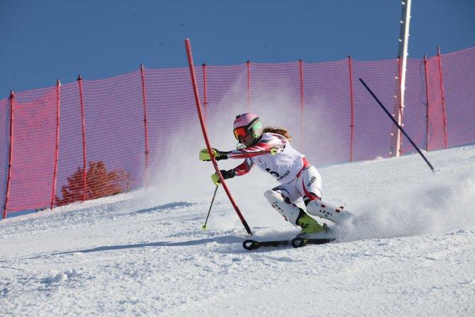 Uluslararası Palandöken Alp Disiplini Kayak Kupası Erzurum'da yapıldı