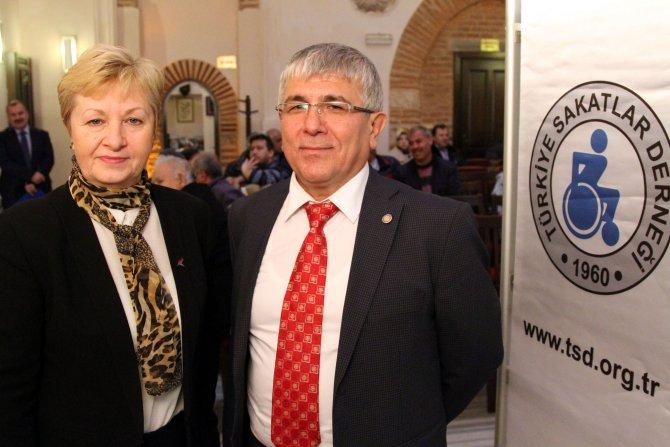 Türkiye'nin 'yüzde 99'u Müslüman' deniyor ama engelliler camilere gidemiyor