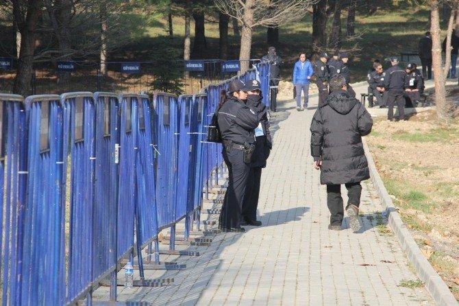 Üniversitede Erdoğan İçin Geniş Güvenlik Tedbirleri Alındı
