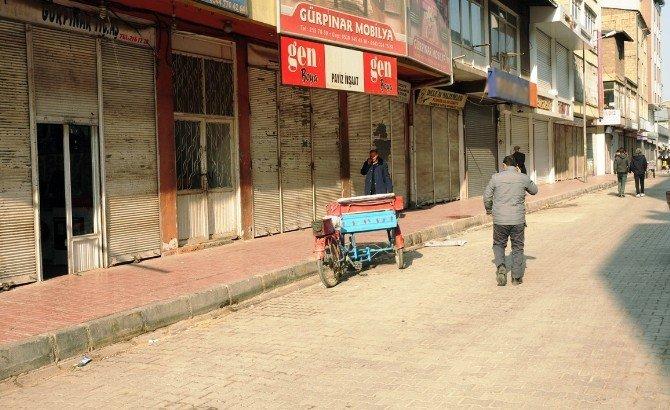 Van'da Kepenk Kapatma Eylemi