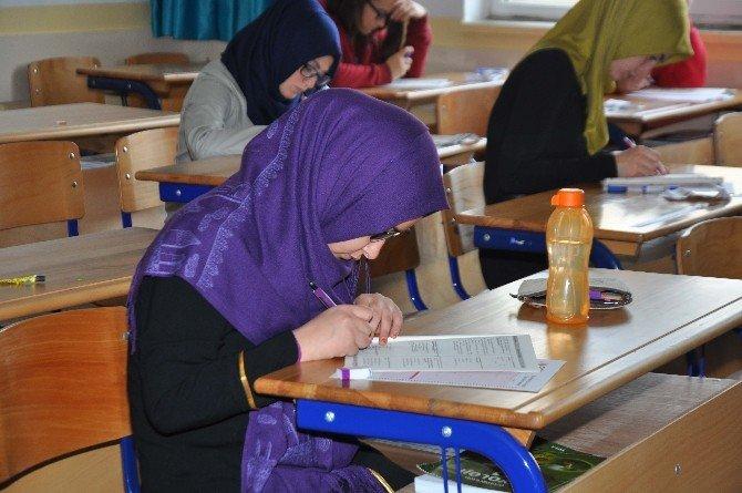 Liseli Gençler 'Siyer-i Nebi' İçin Yarıştı
