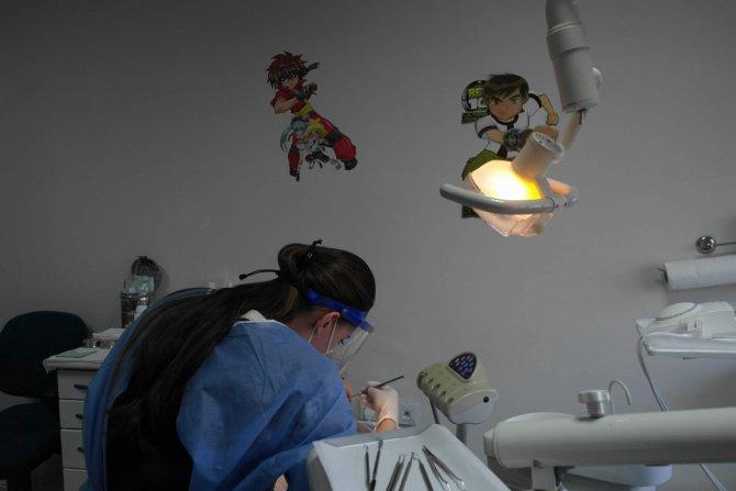 Diş ağrısı yaşayan çocuklar doktor korkusunu çizgi filmle yenecek