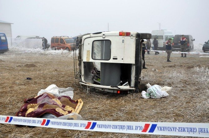 Yozgat'ta Yolcu Minibüsü Şarampole Devrildi: 1 Ölü, 9 Yaralı