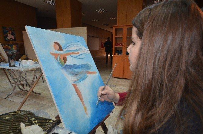 Yüksekovalı Gençler Hem Sanat Öğreniyor Hem De Sınavlara Hazırlanıyor