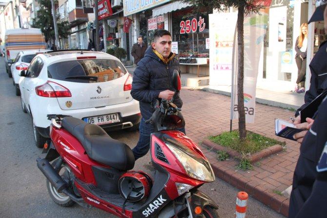 Motosiklet yolun karşısına geçmeye çalışan yayaya çarptı