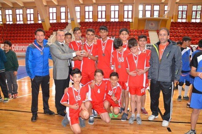 Adana'da Okullararası Yıldız Erkekler Voleybol Müsabakaları Tamamlandı