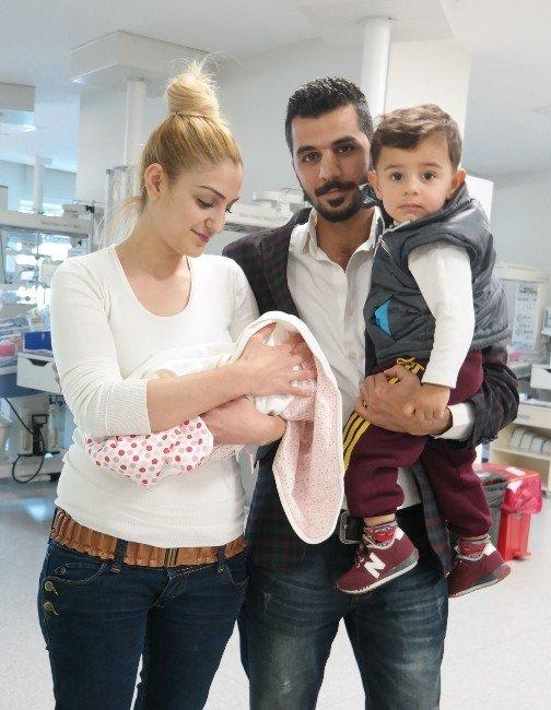 550 Gramlık Masal Bebek Hayata Tutundu