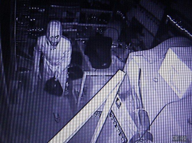 Tekel Bayisine 4 Kez Girip Hırsızlık Yaptı