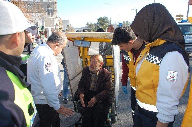 Otomobil Akülü Engelli Aracına Çarptı