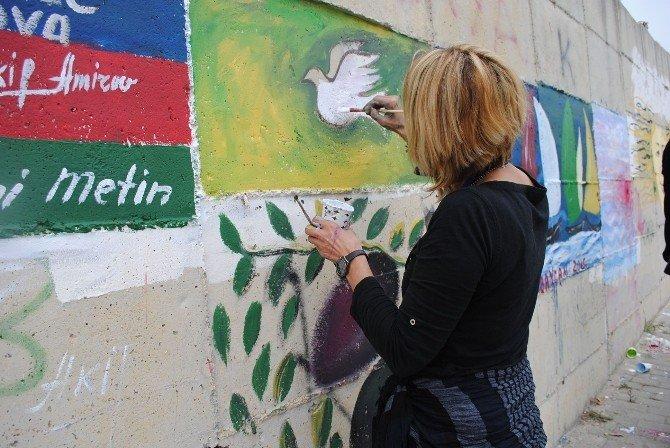 Aktivist Sanatçılardan Kuşadası'na Kalıcı Renkler