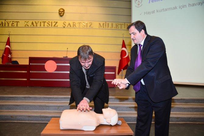 Ankara'daki taksi şoförlerine ilk yardım eğitimi