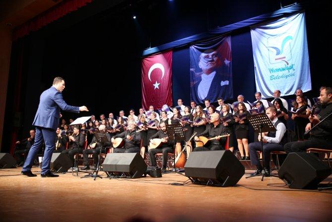 Halk müziği korusundan türkü şöleni