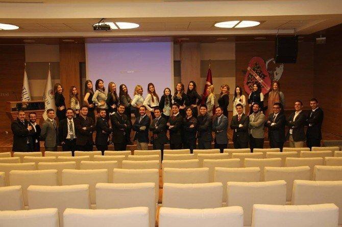 Hukukçu Adayları 'Hukukta Kariyer Forumu'nda Buluştu