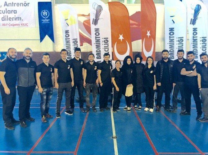 Okullar Badmintonda Yarıştı