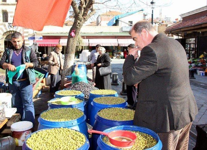 Giydiği Şalvarla Zeytin Yiyen Canan Karatay'a Gaziantep'ten Destek