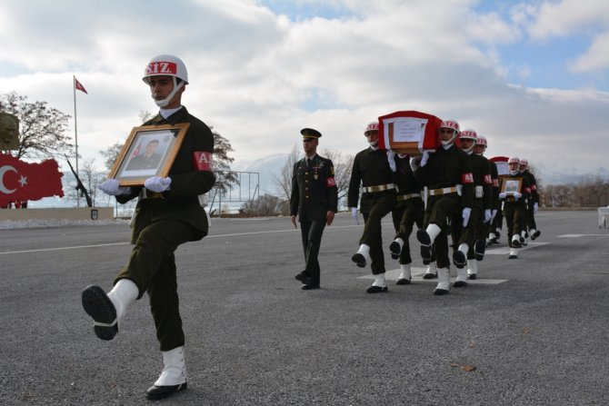 Bitlis'teki şehitler için tören düzenlendi