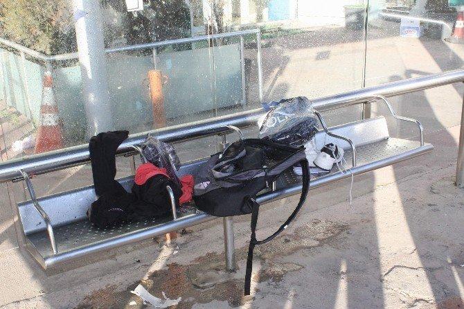 Durağa Bırakılan Çanta Patlatıldı, İçinden Ayakkabı Çıktı