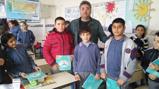 Çat Belediyesi Öğrencilere Kandil Simidi Ve Kitap Dağıttı