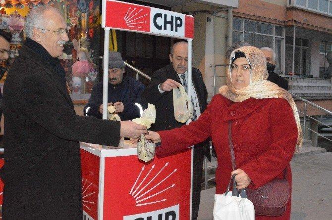 CHP Kandil Simidi Dağıttı