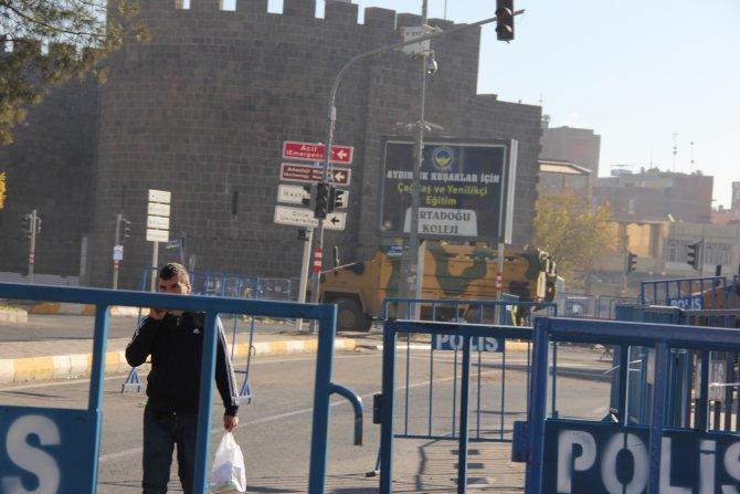 Diyarbakır'da hayat durma noktasına geldi