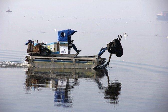 Körfez Sahili Araç Lastiklerinden Temizlendi
