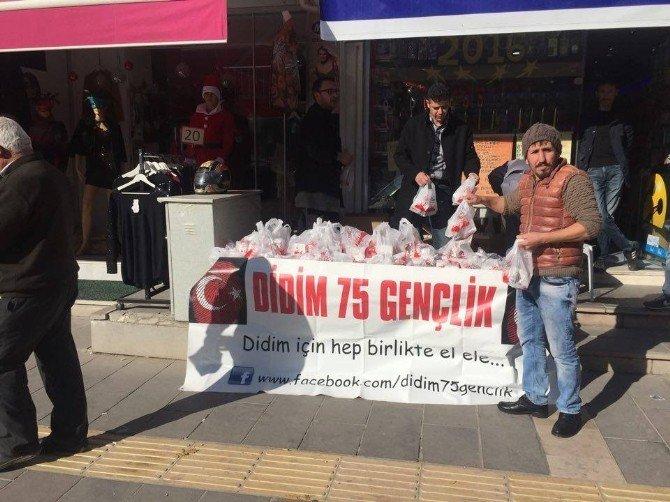Didim 75 Gençlik Derneği Vatandaşlara Kandil Simidi Dağıttı